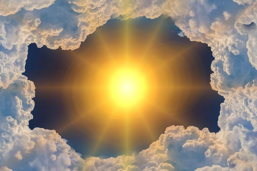 Sonne in Wolkenloch 900x600